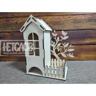 Чайный домик с деревом и забором